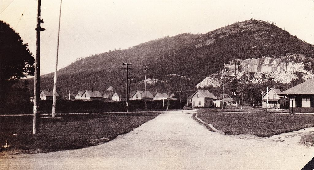 Village of Redstone in 1922. Green Quarry is visible behind the houses. Photo Courtesy of Robert J. Girouard Collection